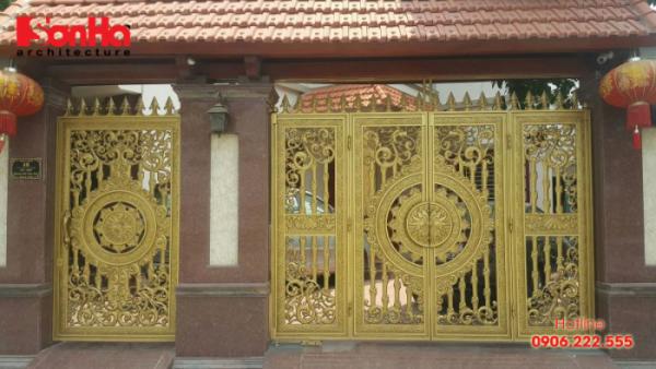 Cổng nhôm đúc với họa tiết hoa văn tinh tế cho biệt thự đẹp