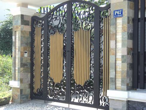 kích thước cửa cổng 4 cánh